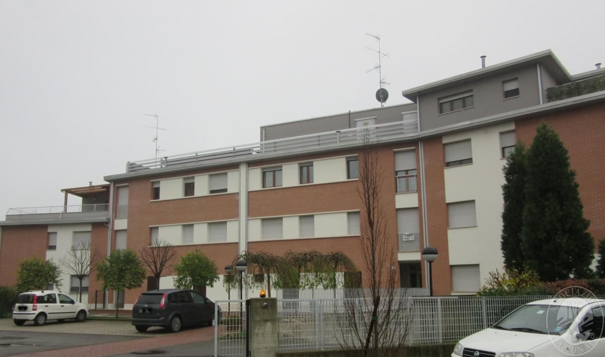Piena propriet di appartamenti ai piani terra primo e for Piani di appartamenti stretti
