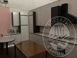 Immagine di Cucina in laminato bianco completa di forno, cappa, 4 fuochi e lavello