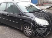 Autovettura RENAULT MEGANE SCENIC 1.9 D di colore nero targata DE 476 ZP