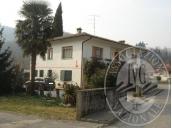 Immagine di Alloggio, locale ex autorimessa e scoperto di pertinenza.