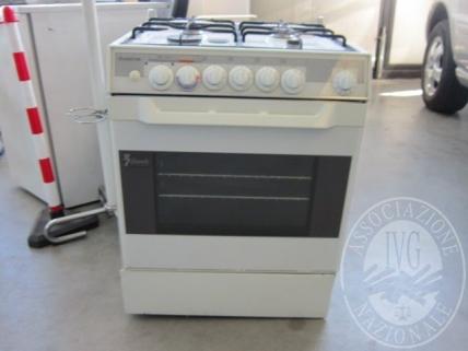 (Lotto 3) Cucina a gas 4 fuochi con forno marca ARISTON, modello 7 CUOCHI PIZZA