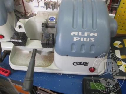 Macchina duplicatrice per chiavi marca Errebi modello Alfa Plus; duplicatore telecomandi marca Remocon; tintometro tipo 1607, matricola 496