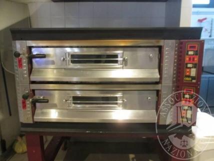 n.2 forni elettrici marca Oem modello S/RE99; cucina a gas a 6 fuochi in acciaio marca Ata; cucina a carbone per cottura alla brace marca Ata; sistema aspirazione fumi con 3 cappe in acciaio; forno marca Olis; macchina per il ghiaccio marca Scotsman mode